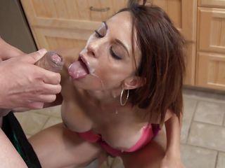 Порно минет маме в рот