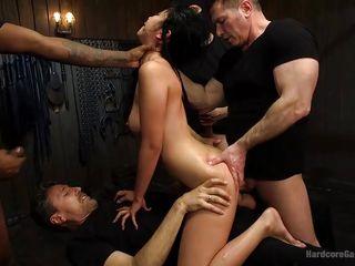 Порно групповое жены муж смотрит